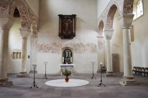 Kirchenschiff der romanischen Basilika im Kloster Bursfelde.