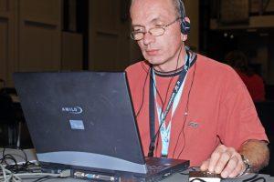 Hörfunkproduktion via Laptop und MiniDisc-Player.